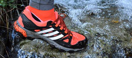 c213d8687b871 Obuv je opatrená vodeodolnou technológiou či membránou, ktorá zabraňuje  vniknutiu vody do topánky. Čím viac je obuv vodeodolná, tým môže strácať na  ...