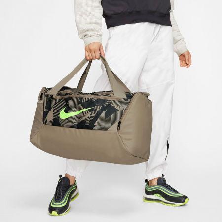 Športová dámska taška - Nike BRSLA S DUFF 9.0 AOP SP20 - 11