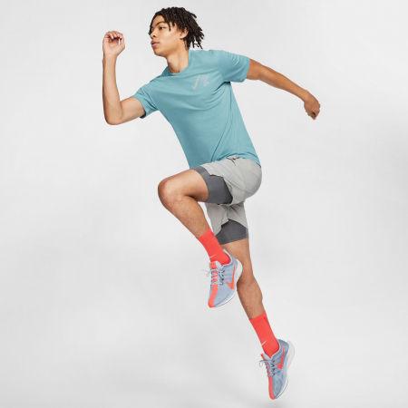 Pánské běžecké tričko - Nike DRY TEE WILD RUN GLOBEY M - 5