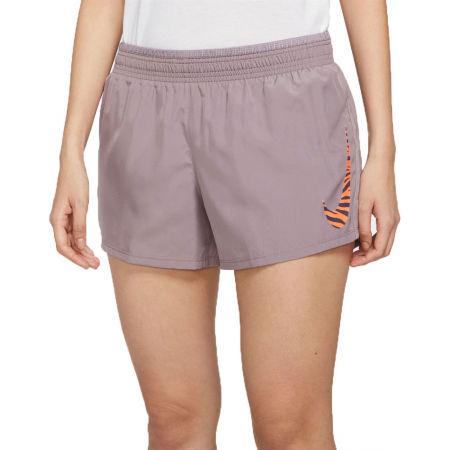 Nike ICON CLASH 10K SHORT - Дамски шорти за бягане
