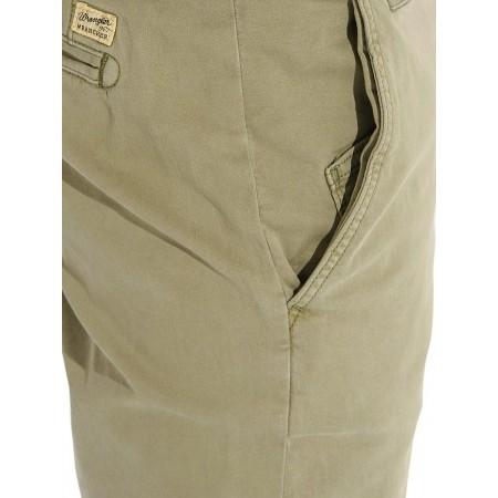 Pantaloni de bărbați - Wrangler CHINO DUSTY OLIVE - 4
