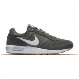 Nike NIGHTGAZER - Obuwie męskie