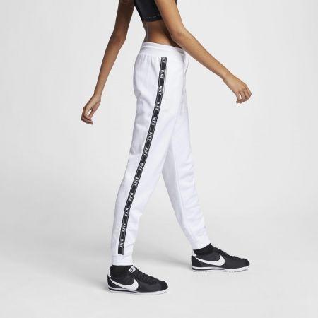 Pantaloni trening de damă - Nike SPORTSWEAR PANT LOGO TAPE - 3