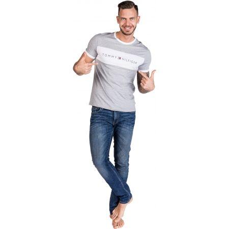 Pánske tričko - Tommy Hilfiger CN SS TEE LOGO FLAG - 4