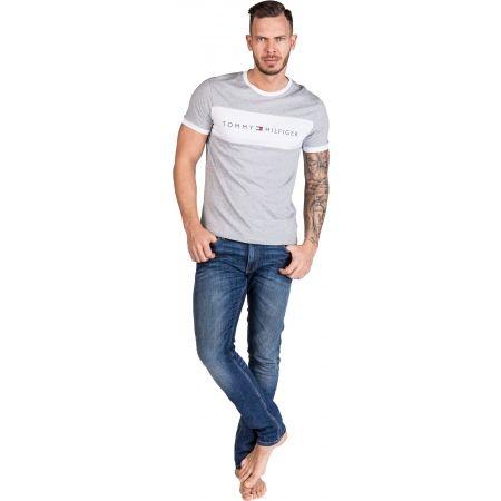 Pánske tričko - Tommy Hilfiger CN SS TEE LOGO FLAG - 5