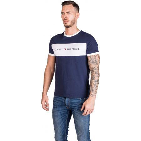 Pánske tričko - Tommy Hilfiger CN SS TEE LOGO FLAG - 2
