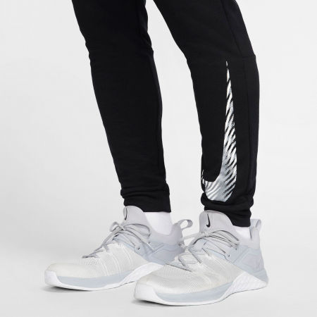 Pantaloni antrenament bărbați - Nike DRY PANT TAPER FLC GFX M - 7