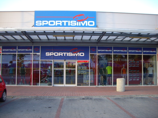 SPORTISIMO NITRA - Family Center, pri Kauflande
